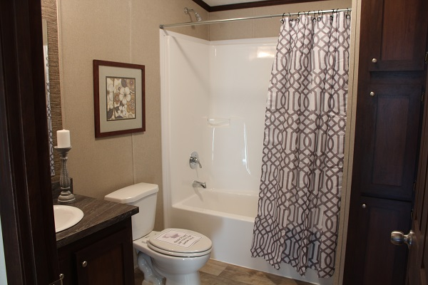Riverview 5628-202 Bathroom